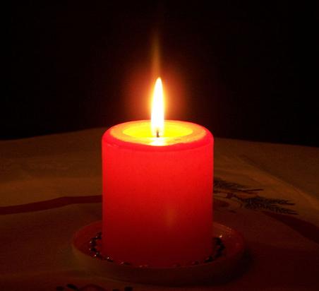Lobpreis: Wir sind Deine Kerzen und werden hell für Dich brennen, so lange Du uns brauchst. Wir lassen Dein Licht in der Dunkelheit dieser Welt leuchten und durchdringen damit die Finsternis mit Deinem Licht. Du hast uns aus einfachem Wachs geformt und uns Deine Gestalt gegeben. Du zündest unseren Docht mit dem Streichholz Deines Geistes an, und wir werden hell für Dich brennen. Ohne Dein Feuer hätten wir kein Licht oder Leben – aber durch Dein Feuer benützt Du uns, das Leben vieler zu erleuchten. Wir danken Dir Herr, Licht unseres Lebens, und wissen, dass wir ohne Dich nichts sind.